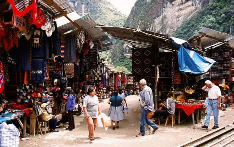 Pisac Market - difference between llama and alpaca