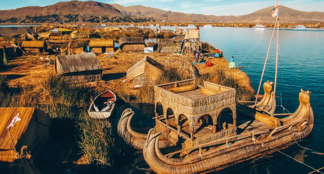 Les îles Uros sur le lac Titicaca au Pérou