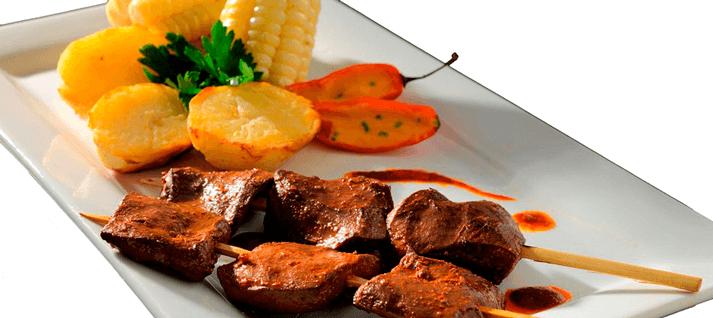 anticuchos - comidas típicas peruanas