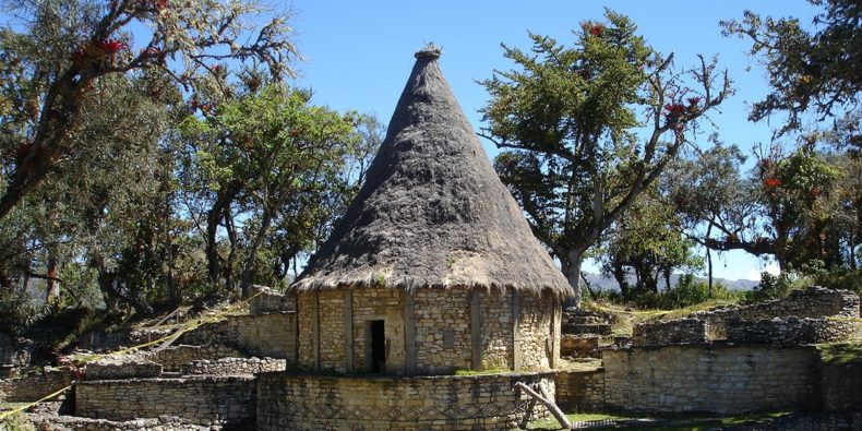 vista de la fortaleza de Kuélap en Perú - kuélap cómo llegar