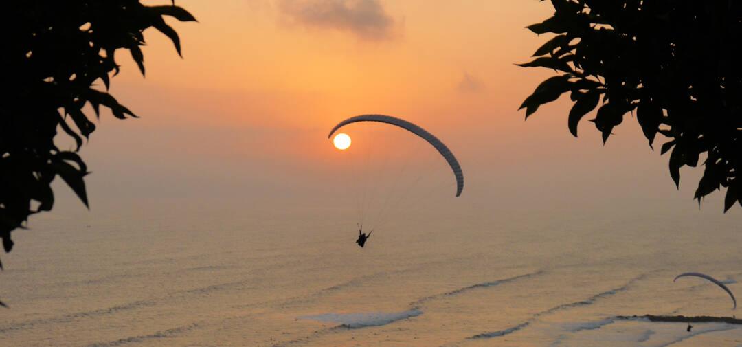 Paragliding over Malecon of Miraflores, Lima