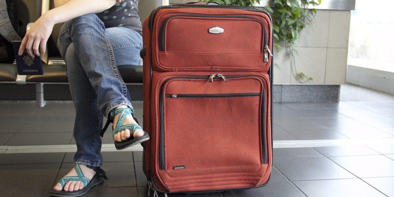 detalle de maleta en aeropuerto - requisitos para viajar a Perú