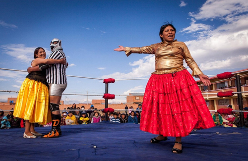 Bolivian Cholita Wrestling - Wrestling ring with two cholitas and masked referee
