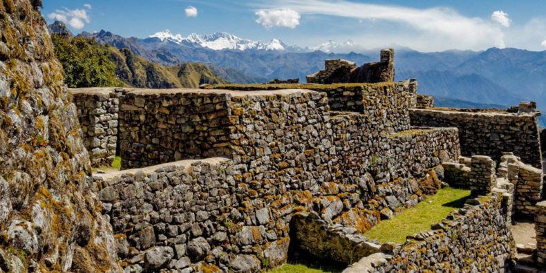Les ruines Incas de sayacmarca sur la route du Machu Picchu.